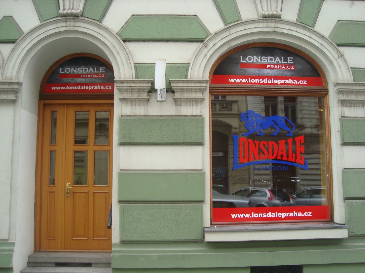 Návrh loga a polep výlohy Lonsdale Praha